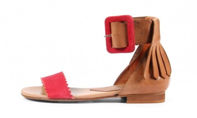 Sandalias planas con flecos estilo Wild Country para primavera-verano 2013