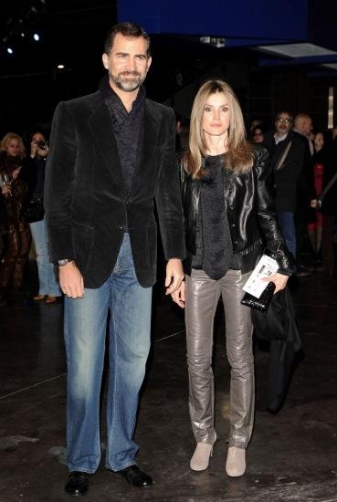 La princesa Letizia y el pr�ncipe Felipe con look casual