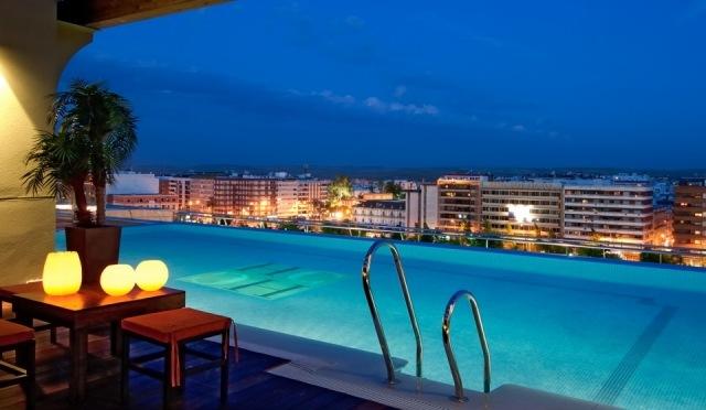 Piscina con vistas en la terraza del hotel crdoba center for Follando en la piscina del hotel