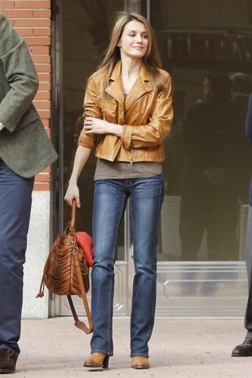 La princesa Letizia con look rockero fue a visitar al Rey al hospital