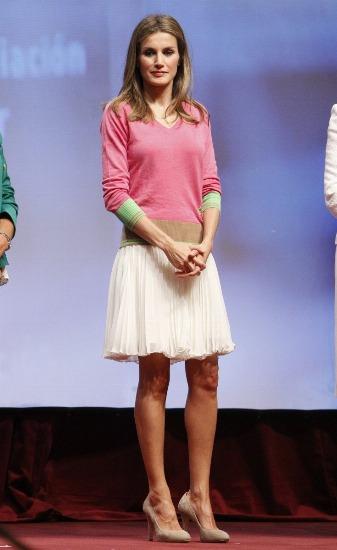 La princesa Letizia apuesta por las faldas con vuelo