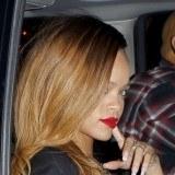 Rihanna opta por el color rojo para sus labios este verano 2013