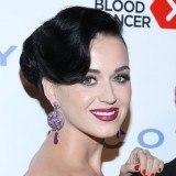 Katy Perry elige los tonos rosas y ciruelas para sus labios este verano 2013