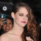 Kristen Stewart elige un tono intenso para sus labios en eventos nocturnos