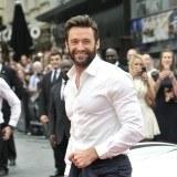 Hugh Jackman luce la camisa blanca en la versi�n para hombres