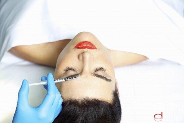 Procedimentos cosméticos para a pessoa em 30