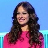 Eva Gonz�lez deja su larga melena en manos de Lorena Morlote