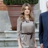 La princesa Letizia suele presumir de piernas en actos oficiales con bonitas minifaldas