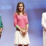 La princesa Letizia tambi�n apuesta por minifaldas con vuelo para sus actos oficiales