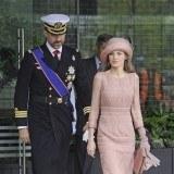 La princesa Letizia apuesta por los vestidos cortos para asistir a bodas de d�a