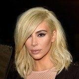 Kim Kardashian arriesga la belleza de su cabello por el capricho de ser rubia platino