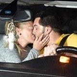 Bel�n Esteban y Miguel Marcos se besan apasionadamente en el coche