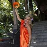 Lydia Lozano, una novia radiante y naranja en su