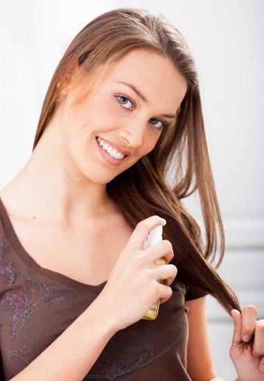 Curar los cabellos por la alheña y basmoy