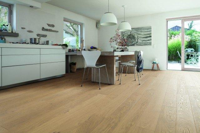 tarima flotante y suelos laminados ideales para cocinas abiertas