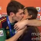 El besazo de Iker Casillas a Sara Carbonero