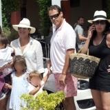 Carmen Mart�nez Bordi� con su hijo Luis Alfonso, su mujer e hijos