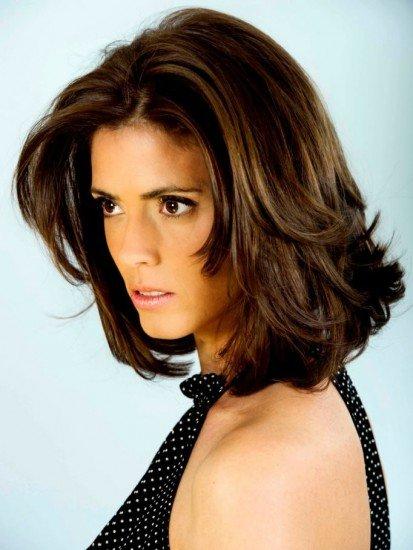 el corte de pelo semicorto estiliza y rejuvenece