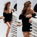 Miranda Kerr ense�a su pecho en un descuido que tuvo en Miami