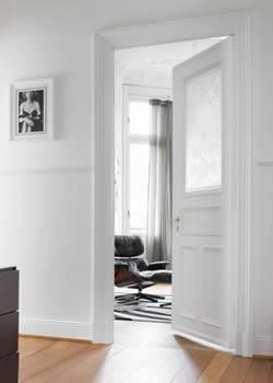 Puertas de interior correderas plegables blancas for Puertas correderas blancas interior