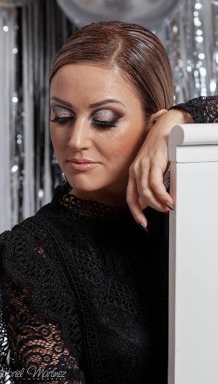 Foto La maquilladora Larisa Nastase apuesta por sombras de ojos llenas de brillo para Navidad