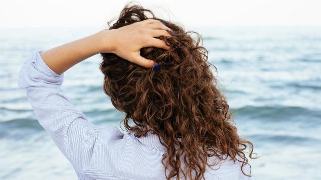 Foto Cómo evitar el pelo encrespado