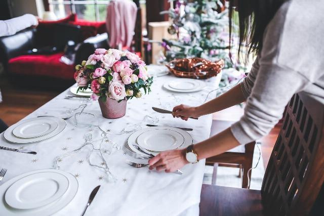 Foto Cómo colocar a los invitados en la mesa para evitar discusiones