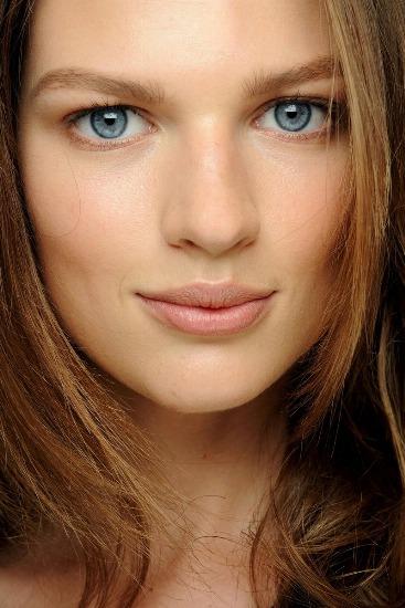Foto Los mejores trucos del corrector para un maquillaje y una belleza radiantes
