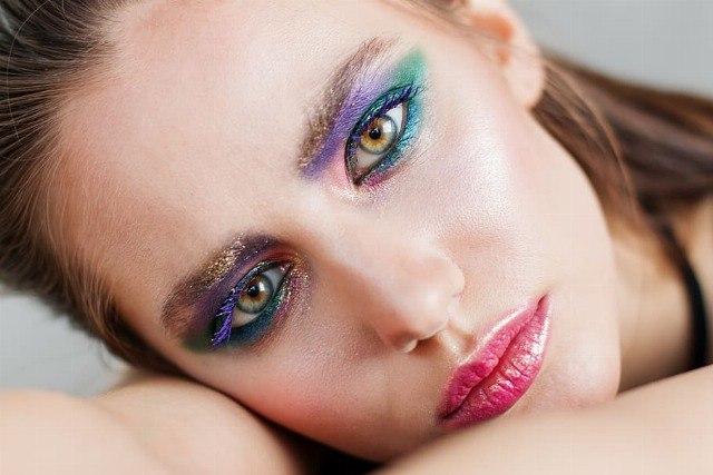 Foto Atrévete a jugar con los brillos y colores intensos para las noches de primavera y verano