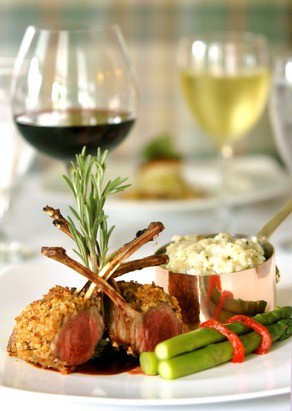 Foto Para los platos principales a base de carnes, el vino tinto es el protagonista