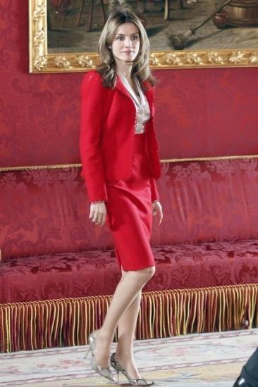 Foto Letizia Ortiz, con un look ejecutivo, en marzo de 2011