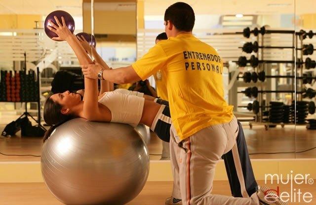 Foto Los abdominales con pelota son muy eficaces y entretenidos