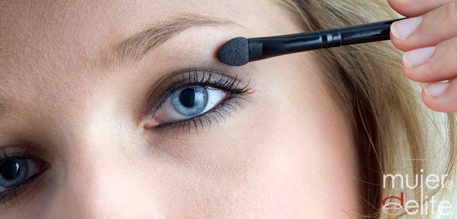 Foto Maquillaje de ojos, combinar pestañas y sombras