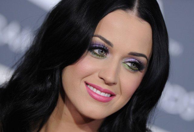 Foto Katy Perry llena de color su rostro gracias al maquillaje