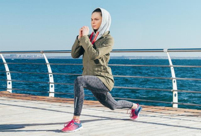Foto Los lunges son fantásticos para fortalecer la musculatura de las piernas a la vez que los glúteos