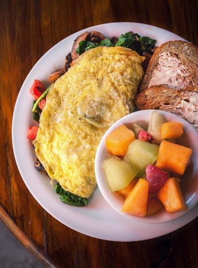Foto Huevos y frutas, dos alimentos indispensables en un desayuno sano y energético