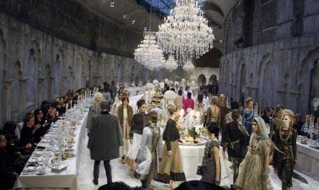 Foto Desfile de la colección ParísBombay del diseñador Karl Lagerfeld para Chanel