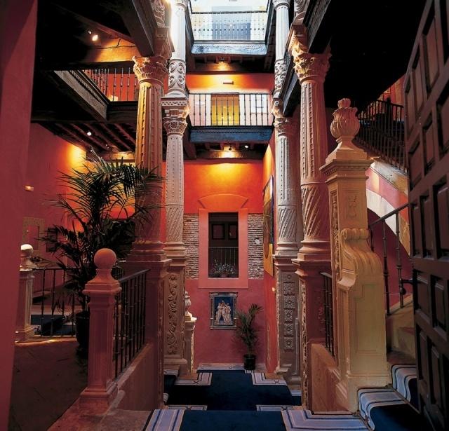 Foto Escaleras del Hotel Abba Palacio de Soñanes en Villacarriedo, Cantabria