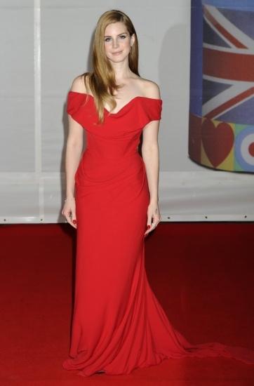 Foto Lana del Rey, de rojo pasión en la entrega de los premios Brit