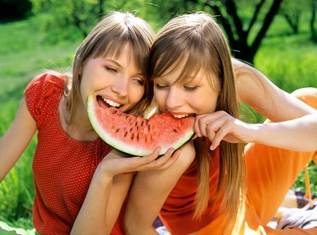 Foto Frutas como la sandía ayudan a evitar la retención de líquidos en verano