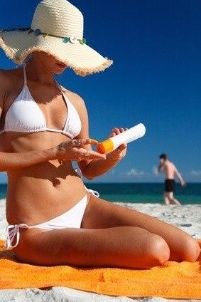 Foto Revisa las cremas solares y la goma del bikini