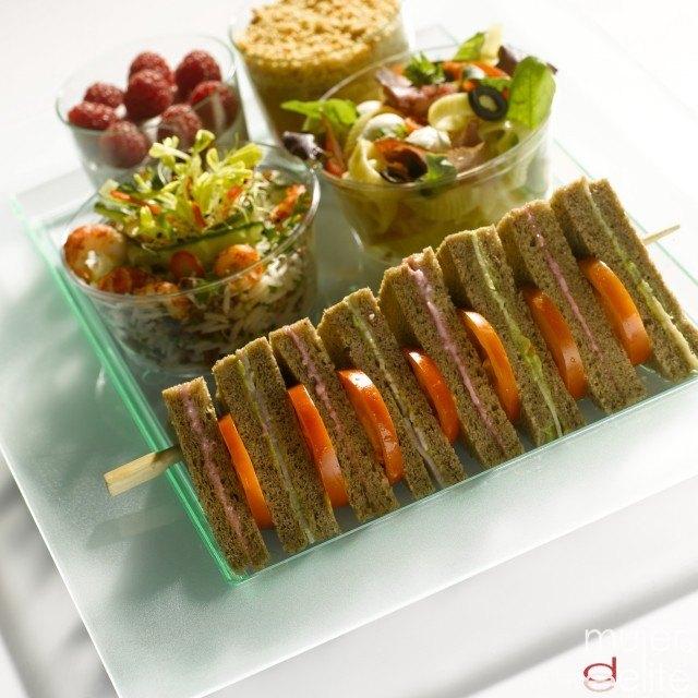 Foto Mini sándwiches integrales, perfectos como snack en la piscina