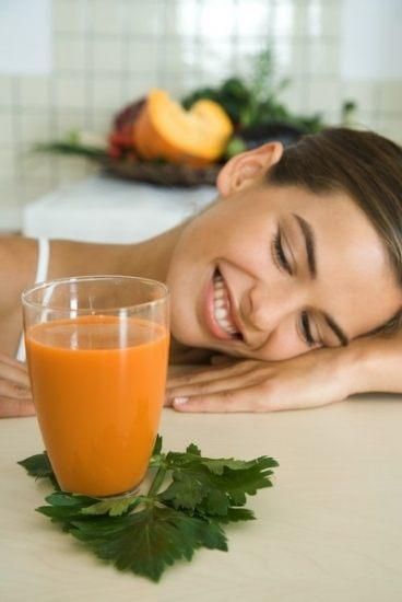 Foto Introduce fruta y verdura en tus comidas y cuida tus ojos del sol en verano