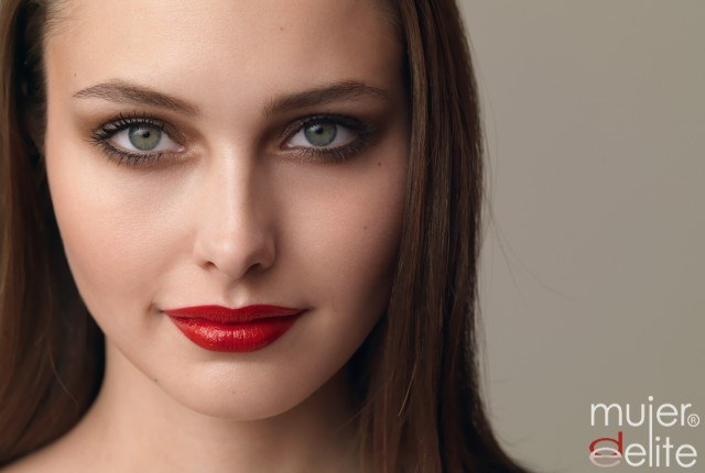 Foto Para tu maquillaje diario, opta por la barra de labios de tono natural y discreto