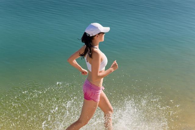 Foto Este verano practica ejercicio en la playa