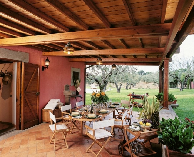 La mesa principal en el jardn la terraza o el porche for Mesa porche