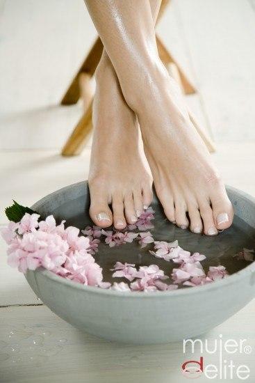 Foto Limpia los pies después de ir a la playa e hidrátalos