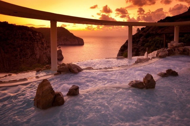 Foto Cascada suspendida sobre el Mediterráneo del hotel Hacienda Na Xamena
