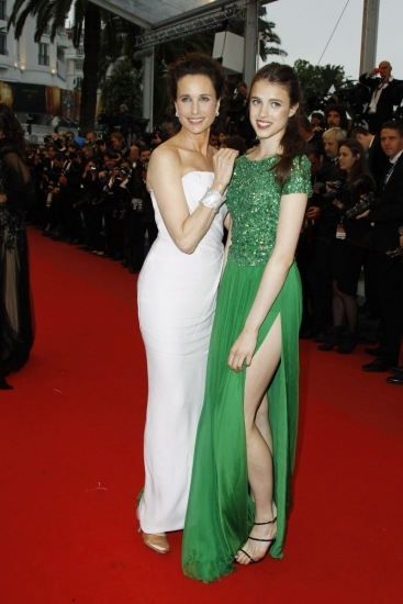 Foto Sarah Qualley MacDowell deslumbra en Cannes