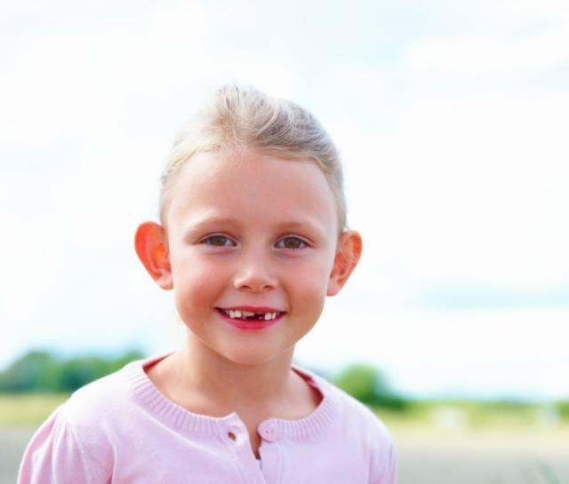 Foto Las orejas de soplillo, complejo común de niños y mayores